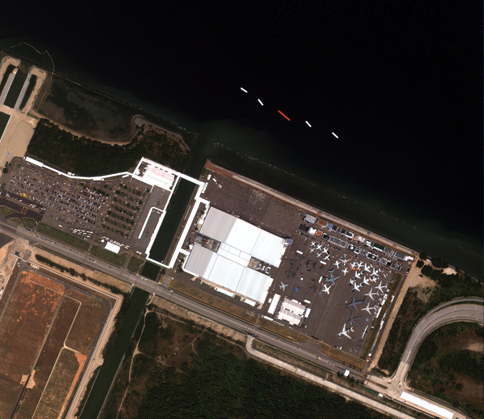 LiveEO satellite view of an airport