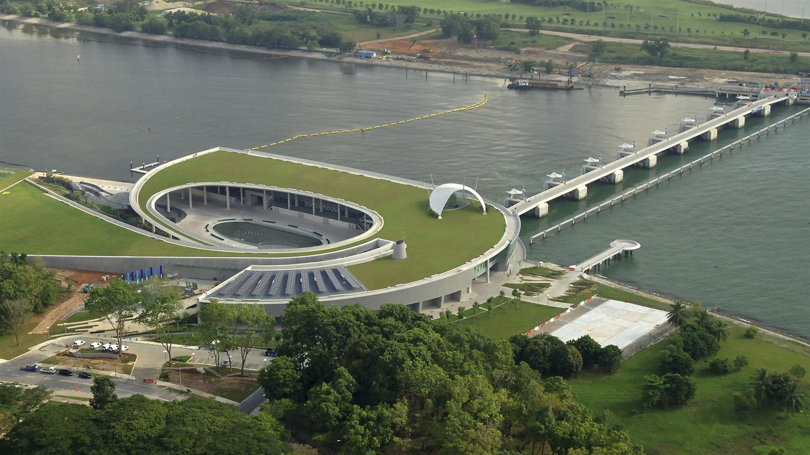 Marina Barrage overview